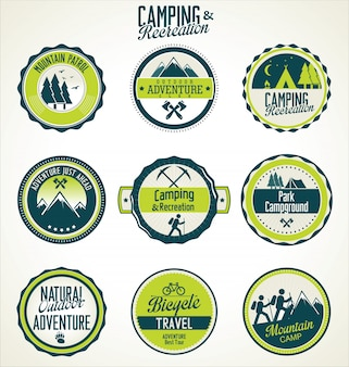 Conjunto de emblemas de acampamento ao ar livre vintage