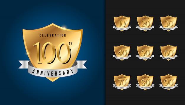 Conjunto de emblemas de aniversário dourado.