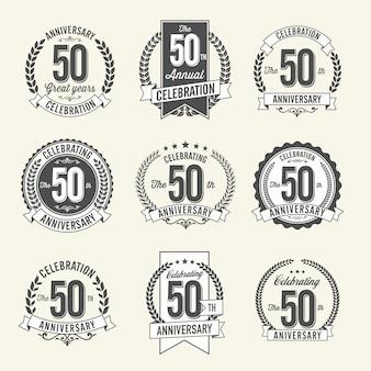 Conjunto de emblemas de aniversário vintage ª celebração do ano. preto e branco.