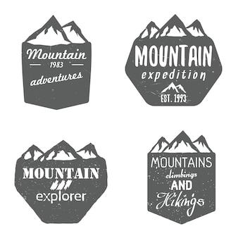 Conjunto de emblemas de escudos de montanha e modelos de design com texto. ilustração vetorial
