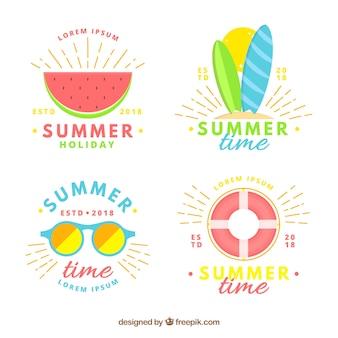 Conjunto de emblemas de verão com elementos de praia