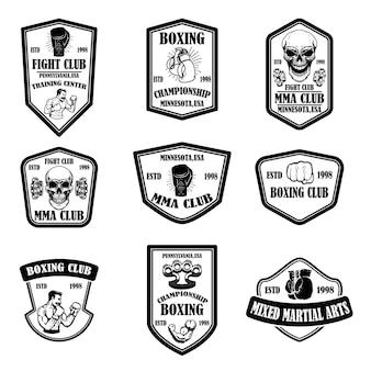 Conjunto de emblemas do clube de boxe e mma. elemento de design para logotipo, etiqueta, sinal, cartaz, camiseta. Vetor Premium