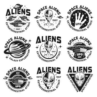 Conjunto de emblemas ou distintivos de alienígenas