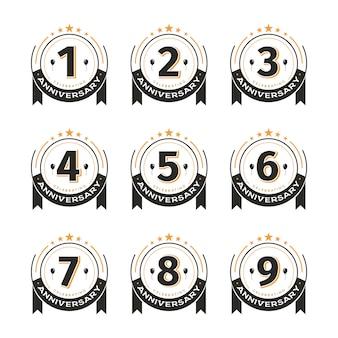 Conjunto de emblemas vintage de modelo de aniversário