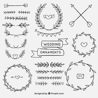 Conjunto de enfeites de casamento na mão desenhada estilo