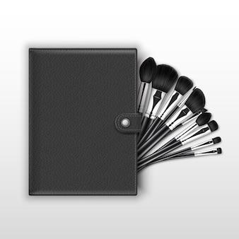 Conjunto de escovas de sombra para os olhos com alças pretas e estojo de couro em fundo branco.