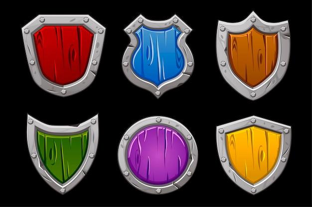 Conjunto de escudos de pedra multicoloridos de várias formas. escudos de madeira isolados para o jogo.