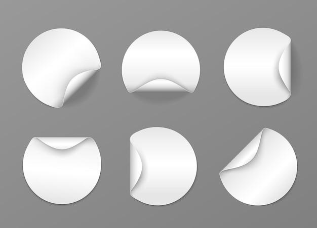 Conjunto de etiquetas adesivas brancas redondas com bordas dobradas etiquetas de papelão de vetor