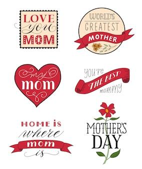 Conjunto de etiquetas de felicitações festivas para o dia das mães de diferentes formas, com inscrições caligráficas, fitas e flores isoladas