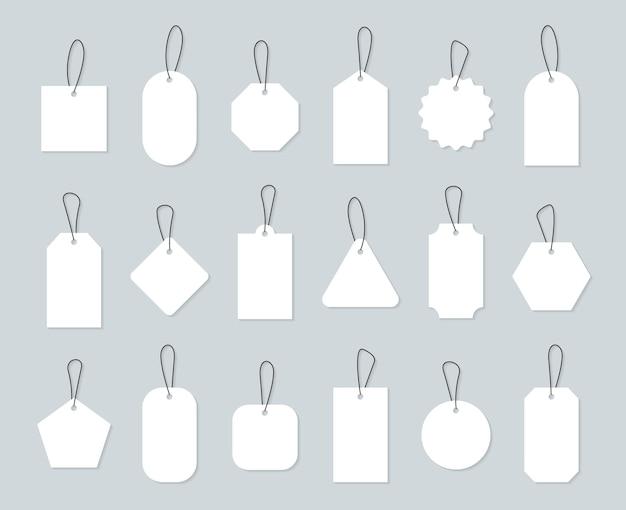 Conjunto de etiquetas de preço em branco. compras de etiquetas de papel com corda
