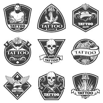 Conjunto de etiquetas de salão de tatuagem monocromática