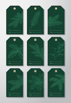 Conjunto de etiquetas ou modelos de etiquetas para presente de natal pronto para usar. mão desenhada ramos de pinheiro, strobiles, visco e esboços de azevinho. fundos verdes modernos. isolado.