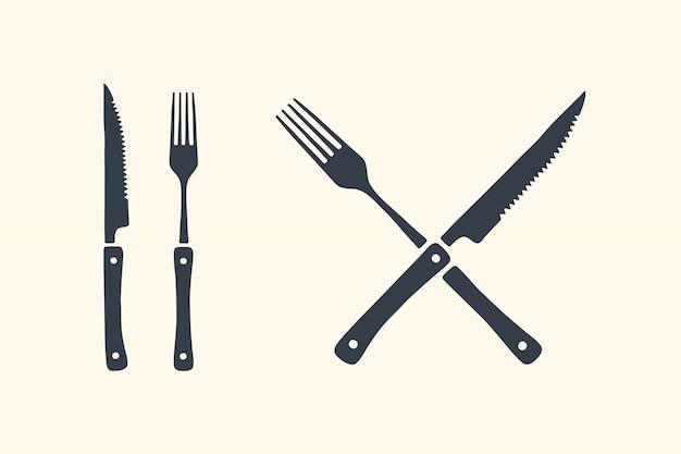 Conjunto de facas e garfos de corte de carne. bife, açougue e suprimentos para churrasco