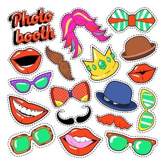 Conjunto de festa photo booth com óculos, bigode, chapéus e lábios para adesivos e adereços. doodle