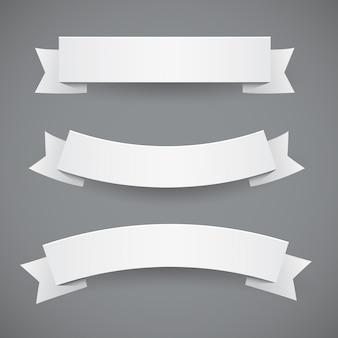 Conjunto de fitas onduladas de papel branco ou bandeiras