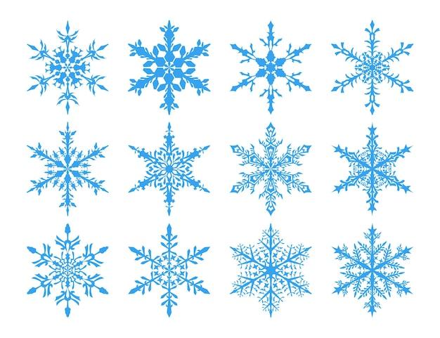 Conjunto de flocos de neve azuis claros sobre fundo branco.