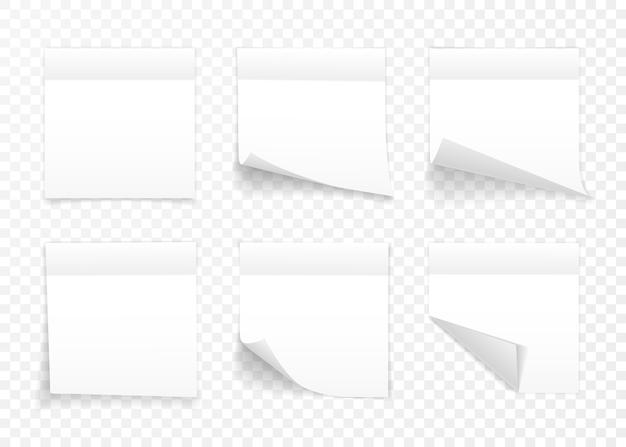 Conjunto de folhas brancas de papel de nota isolado em fundo transparente. lembretes.