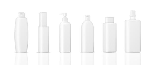 Conjunto de frascos de cosméticos isolados em um fundo branco. coleção de embalagens para cremes, sopas, espumas, shampoo. 3d realista de embalagens de cosméticos.