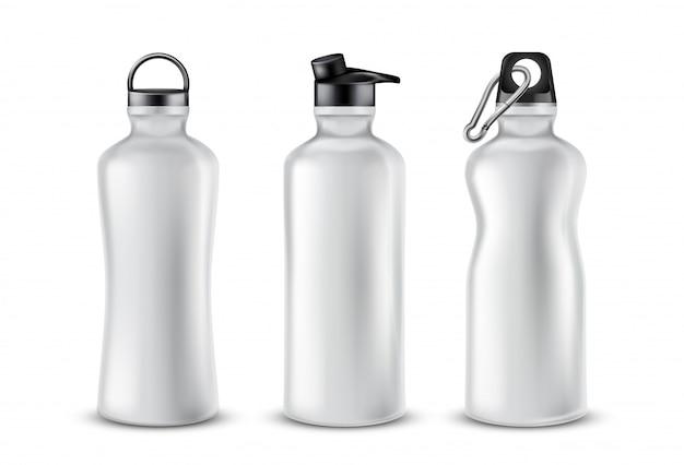 Conjunto de frascos de plástico em branco com tampas para bebidas, isolado no fundo.