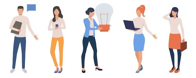 Conjunto de freelancers criativos trabalhando on-line