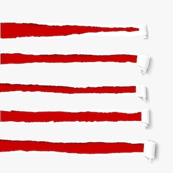 Conjunto de furos em papel branco com copyspace vermelho. papel rasgado com bordas rasgadas e rolos de papel