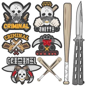 Conjunto de gangue agressiva e distintivos criminais.