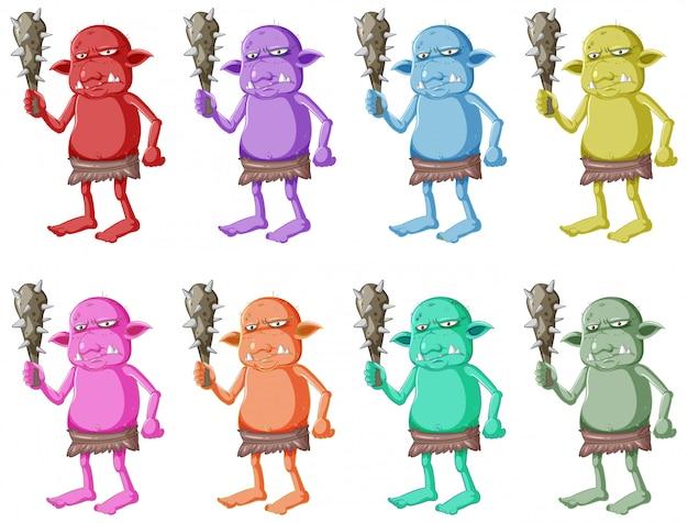 Conjunto de goblin colorido ou troll segurando a ferramenta de caça com cara feia em personagem de desenho animado isolada