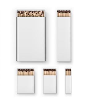 Conjunto de grandes caixas em branco abertas de fósforos marrons longos para lareira vista superior em fundo branco