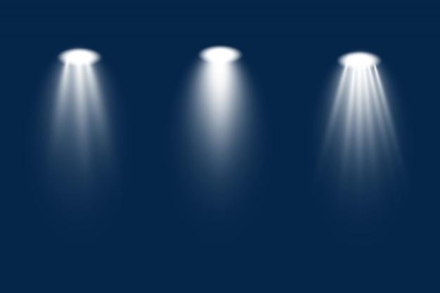 Conjunto de holofotes branco brilha no palco, cena, pódio. efeito de luz do flash de lente de uso exclusivo de uma lâmpada ou holofote