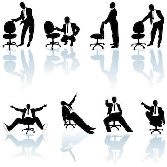 Conjunto de homem de negócios com silhuetas de cadeiras giratórias