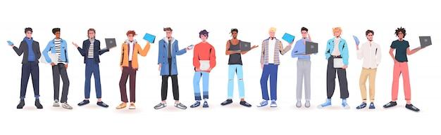 Conjunto de homens segurando dispositivos digitais misturam caras de corrida em roupas da moda desenho masculino