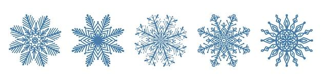 Conjunto de ícone de floco de neve azul desenhado à mão, isolado no fundo branco. elementos de design de inverno