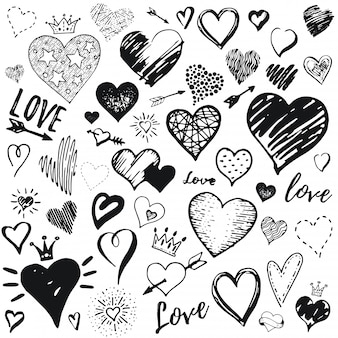 Conjunto de ícones de coração, estilo de desenho de mão desenhada doodle handdrawn ilustração por pincel, caneta, tinta. coroa bonita, seta, símbolos de estrelas. desenho para dia dos namorados.