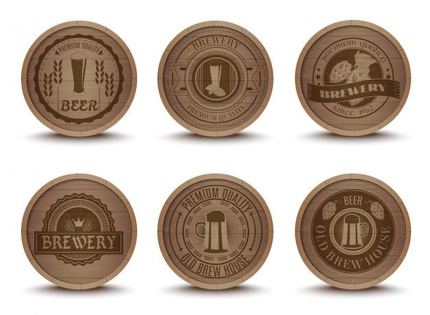 Conjunto de ícones de esteiras de emblemas de cerveja de madeira