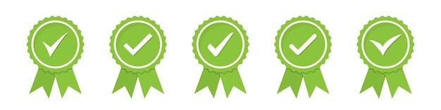 Conjunto de ícones de medalhas verdes aprovados ou certificados em um design plano