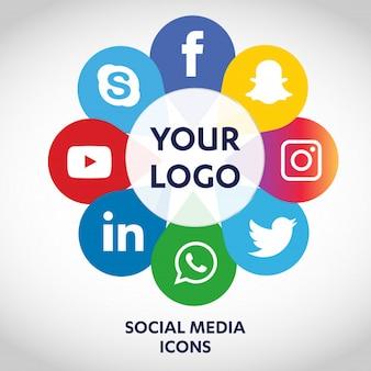 Conjunto de ícones de mídia social mais populares, twitter, youtube, whatsapp, snapchat, facebook, instagram, logotipos impressos em papel