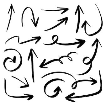 Conjunto de ícones de seta desenhada de mão isolado no fundo branco. ilustração em vetor doodle.