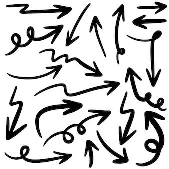 Conjunto de ícones de setas de mão desenhada isolado no branco.