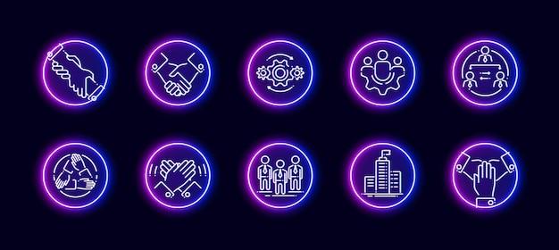 Conjunto de ícones de vetor 10 em 1 relacionado ao tema de trabalho e construção de equipes. ícones do vetor lineart em estilo de brilho de néon isolado no fundo.