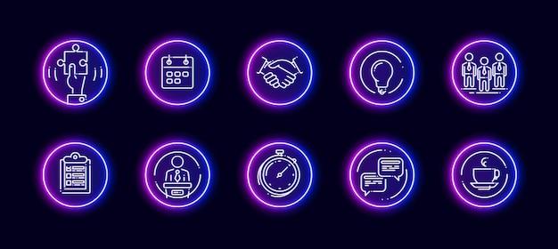 Conjunto de ícones de vetor 10 em 1 relacionados ao tema da conferência. ícones do vetor lineart em estilo de brilho de néon isolado no fundo.