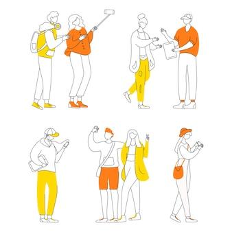 Conjunto de ilustrações de contorno plano de cultura adolescente. jovens com dispositivos eletrônicos isolaram personagens de desenhos animados em fundo branco. estilo de vida dos adolescentes. desenho simples da geração z