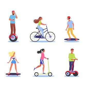Conjunto de jovens. personagem andando de scooter