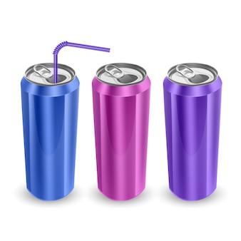 Conjunto de latas de alumínio nas cores azul, rosa e roxo, isolado no fundo branco