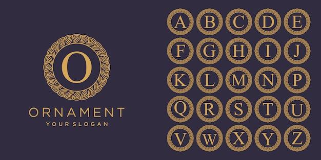 Conjunto de letra inicial luxo ornamento monograma logotipo. conjunto de anel decorativo de coroa. alfabeto inicial prata luxo modelo de logotipo.