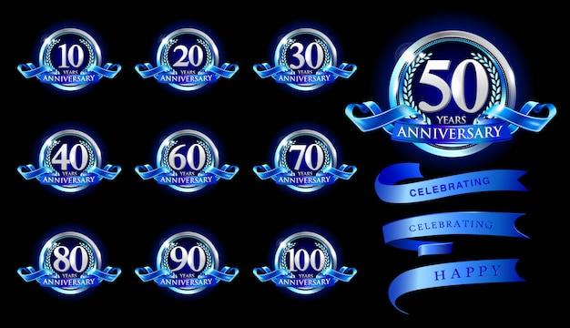 Conjunto de logotipo de aniversário e fita azul. design de emblema de comemoração de aniversário azul