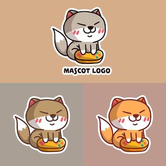 Conjunto de logotipo de mascote de jogo de gato fofo com abordagem opcional.