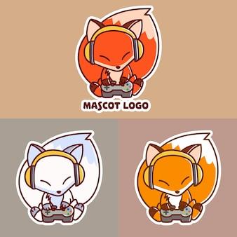Conjunto de logotipo do mascote do jogo de raposa fofo com abordagem opcional.