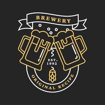 Conjunto de logotipos de cervejaria linear. etiquetas com garrafas e lúpulo