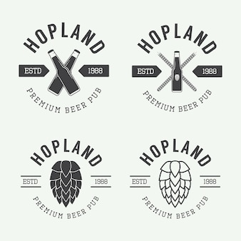 Conjunto de logotipos vintage de cerveja e pub, rótulos e emblemas com garrafas, lúpulo e trigo
