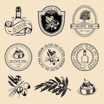 Conjunto de logotipos vintage de produção de azeitona natural. mão retrô esboçou sinais de óleo virgem extra, coleção de emblemas com elementos agrícolas.